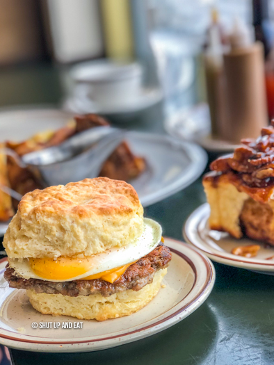 Dinette Triple Crown - Breakfast sandwich